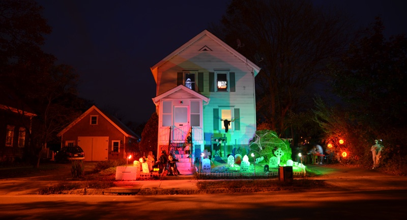 The american scream homemade haunted house hellbash for Homemade haunted house effects